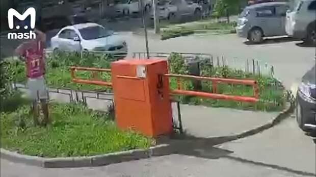 Брейкинг ньюс: в Подольске упал алюминиевый Дзюба. Дурное ли это предзнаменование...