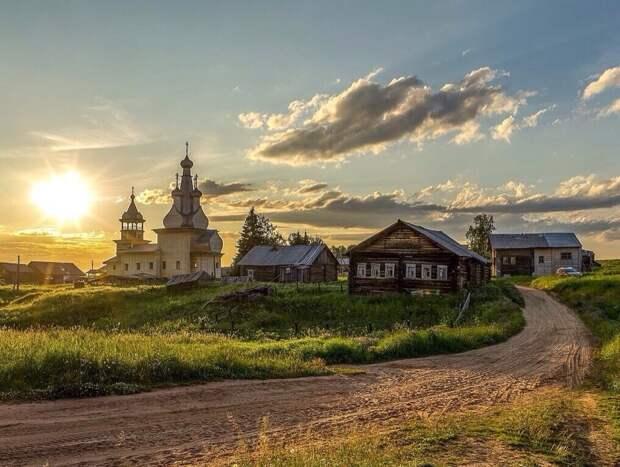 Одигитриевская церквь (1709г.постройки, которая сейчас реставрируется) в деревне Кимжа Архангельская область