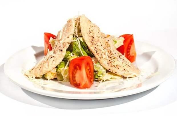Цезарь с курицей — достойная закуска, годящаяся для любого случая