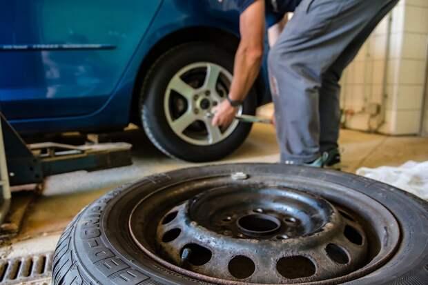 Автомобилистам посоветовали подождать со сменой зимней резины