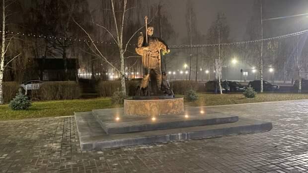 В центре Можги появился памятник мифическому основателю города
