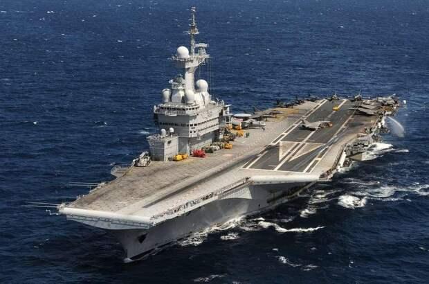 Париж направил авианосец «Шарль де Голль» на усмирение Турции