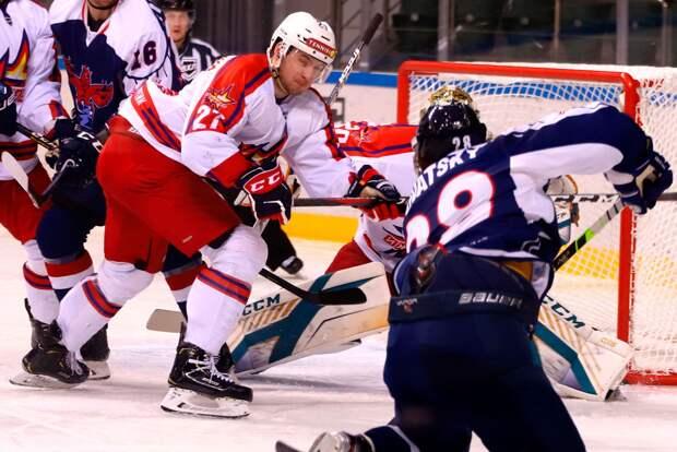 Хоккеисты «Ижстали» проиграли на выезде красноярскому «Соколу»