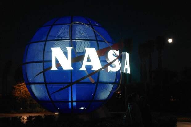 В NASA посоветовали Белому дому высадиться на Луну раньше России и Китая