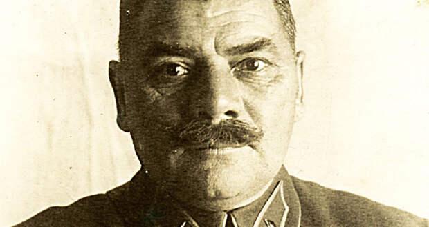 При царе – вахмистр, у белых – подъесаул, в РККА – генерал