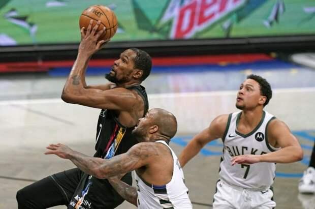 «Милуоки» принимают «Бруклин» в третьем матче серии 1/4 финала плей-офф НБА