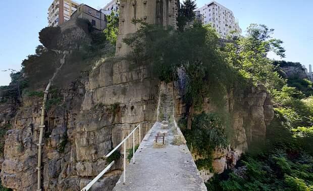 Эль-Кантара, вид снизу, со старого моста