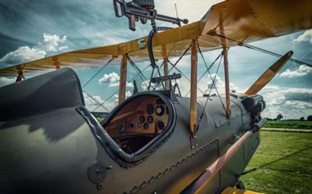 Почему шелковые шарфы были обязательным элементом экипировки летчиков