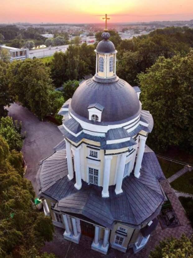 Фото дня: церковь Северного с высоты птичьего полета