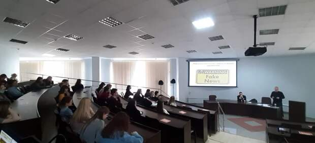 У либералов истерика: смоленским студентам прочитали лекцию об информационной войне Запада против РФ