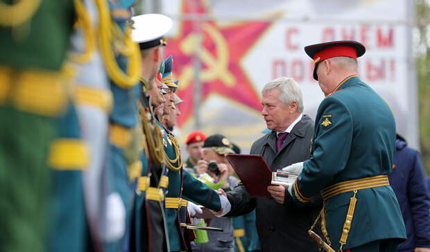 Губернатор Голубев принял участие в параде Победы в Ростове