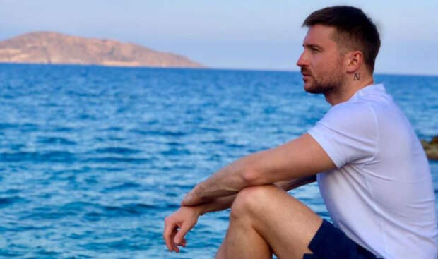 Певец Сергей Лазарев почтил память погибшего брата в день его рождения