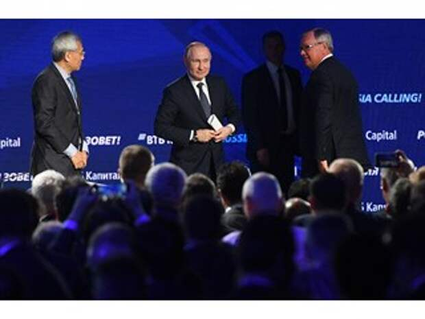 Путин благодушен, а под кремлёвским ковром идёт борьба