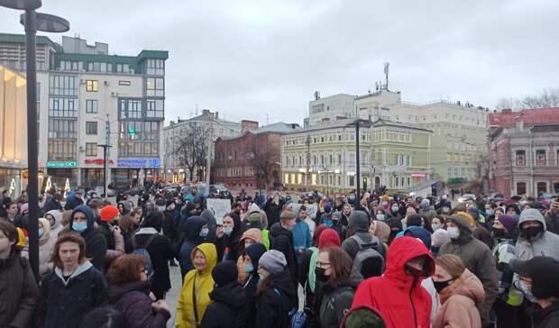 Дождь ипесни: Как прошел очередной митинг вподдержку Навального вНижнем Новгороде