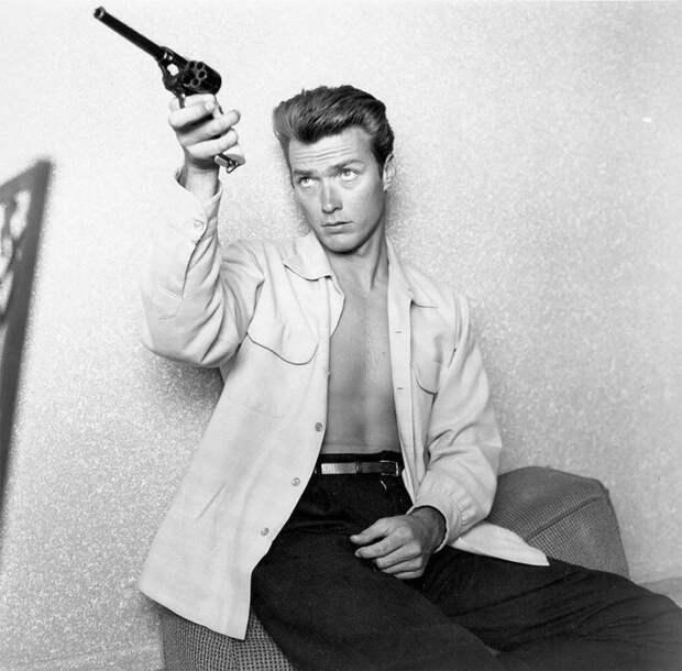 Легендарный Клинт Иствуд в молодости: ретро-фотографии 26-летнего актёра