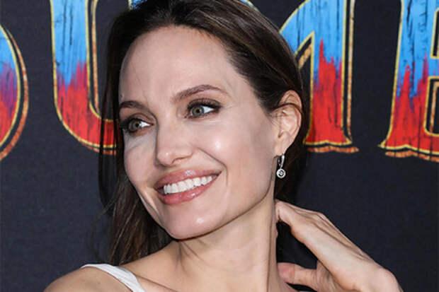 Анджелина Джоли отказалась сыграть Селин Дион