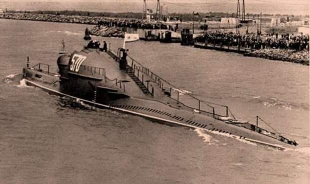 Что в Горбу этой советской субмарины. Лодки проекта 665 (5 фото)