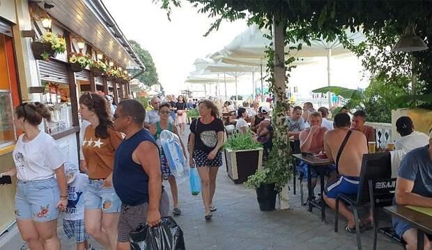 В Сочи из-за наплыва туристов подскочили цены на еду и аренду жилья