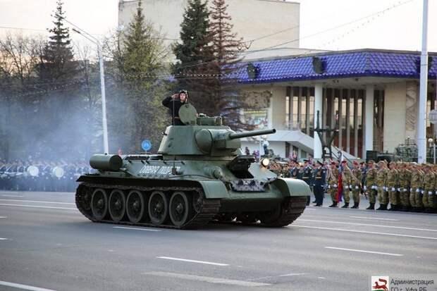 Танк загорелся во время репетиции парада Победы в Уфе