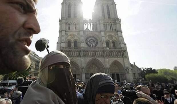 Цена толерантности: французов пугают угрозой гражданской войны с исламистами