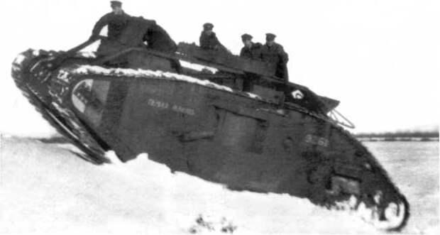 Танк «Первая помощь» из состава танкового батальона Северо-Западной армии. Зима 1919 года. Обратите внимание на полосы цветов российского флага (бело-сине-красные) на передней части борта