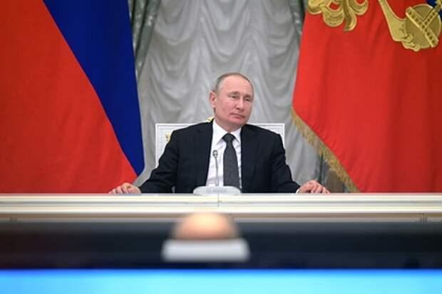 Чтобы не было «отката назад в том направлении, в котором мы не хотим возвращаться». Путин назвал цель обновления Конституции