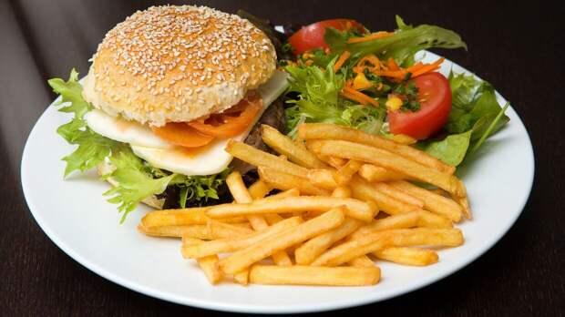 Food News назвал вызывающие зависимость продукты