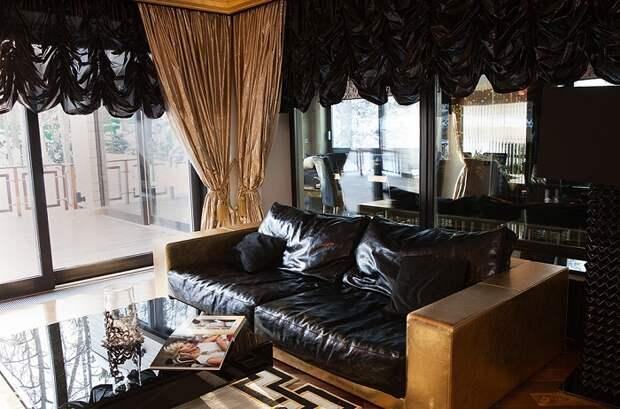 Шикарный кожаный диван.