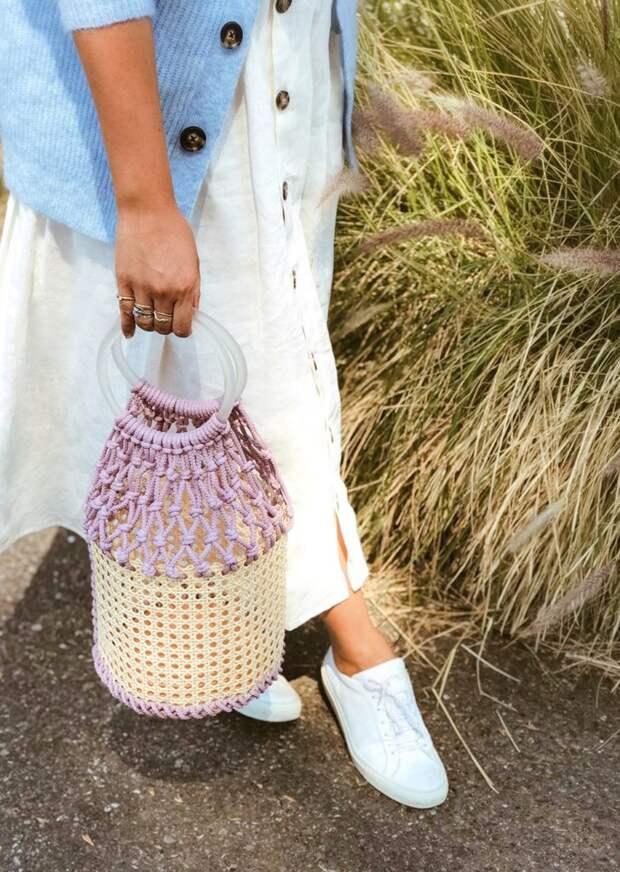 Превращаем шнур и плетеный коврик в аксессуар для модного образа