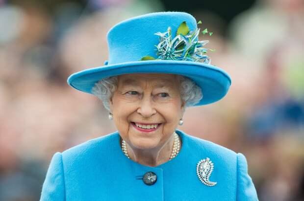Елизавета II попала в больницу и провела в ней ночь