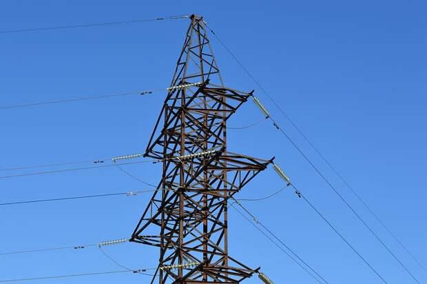 В Удмуртии рабочий упал с опоры после удара электричеством: мужчина погиб