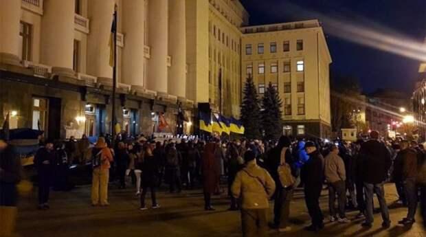 В Киеве между протестующими и полицией начались столкновения