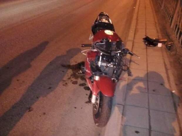 В Екатеринбурге мужчина перебегал дорогу и погиб под колесами байкера