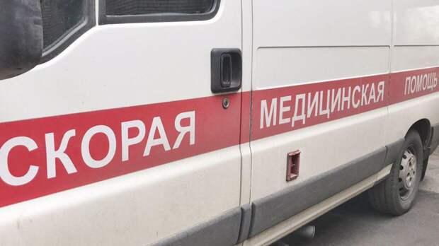 """Иномарка врезалась в световую опору и """"убила"""" двух жителей Волгограда"""