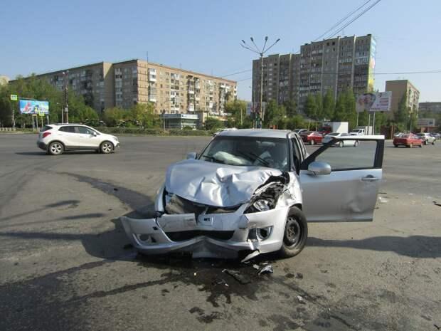 Массовое ДТП произошло на перекрестке улиц Ленина и 40 лет Победы в Ижевске