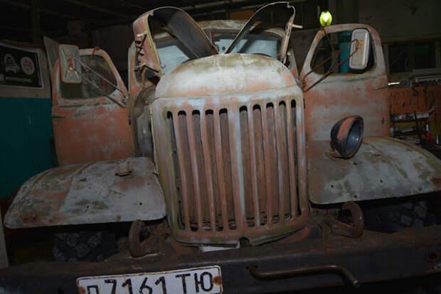 """Мужики взяли старый, уставший грузовик ЗИЛ-157 и сделали из него """"КАТЮШУ"""", получилась точная копия для парадов"""