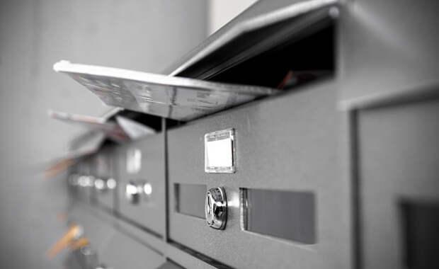 В подъезде дома в Гостиничном проезде починили почтовые ящики