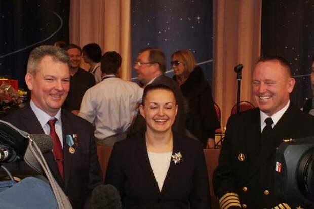 В «Роскосмосе» сообщили о повышении зарплат космонавтам