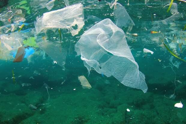 Ученые обнаружили микропластик в воздухе над Атлантическим океаном