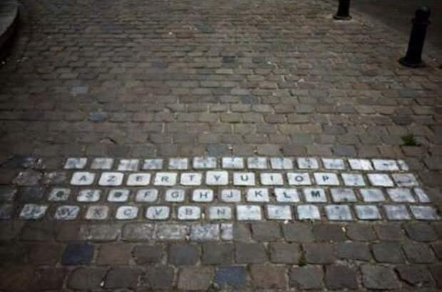 Клавиатура на мостовой