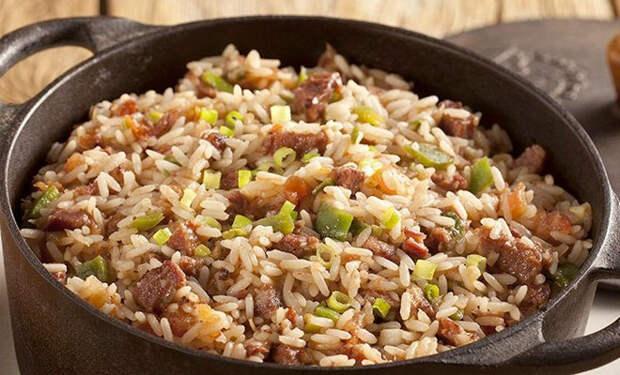Добавили в рисовую кашу фарш: блюдо завтрака становится обедом