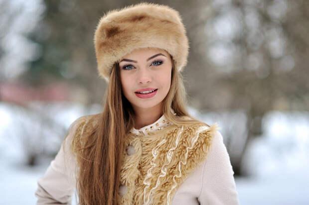 Женщина в меховой шапке. /Фото: s1.1zoom.me