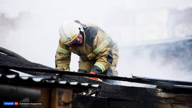 Жилой дом, навес и бревенчатая баня пострадали при пожаре в Первомайском районе