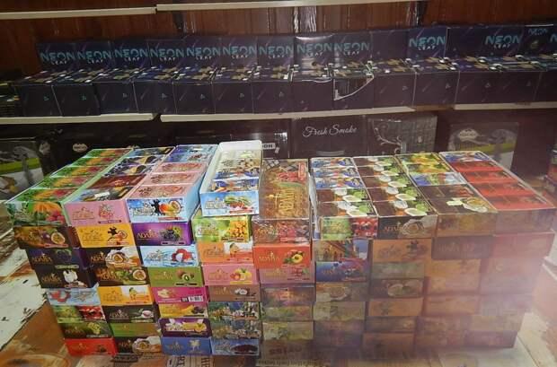 В Симферополе накрыли точки с нелегальным табаком для кальяна