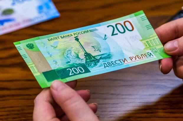Россиян заставляют записывать номера денежных купюр – от чего можно сберечь себя, выполняя данное поручение