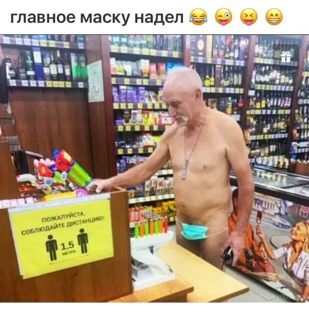 В небольшом музыкальном магазине прилично одетый мужчина спрашивает продавца...