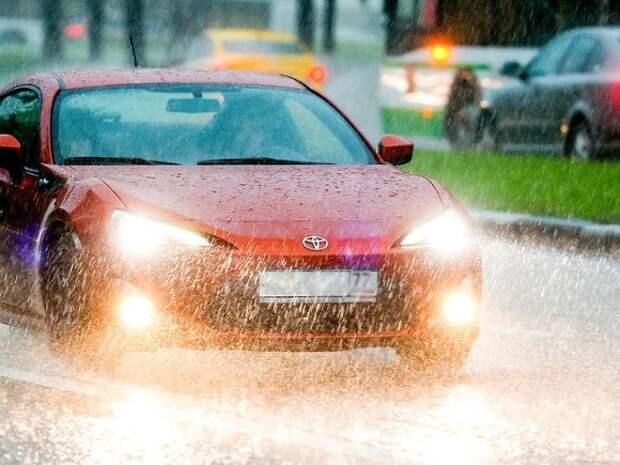 МЧС объявило в Москве экстренное предупреждение из-за ливня