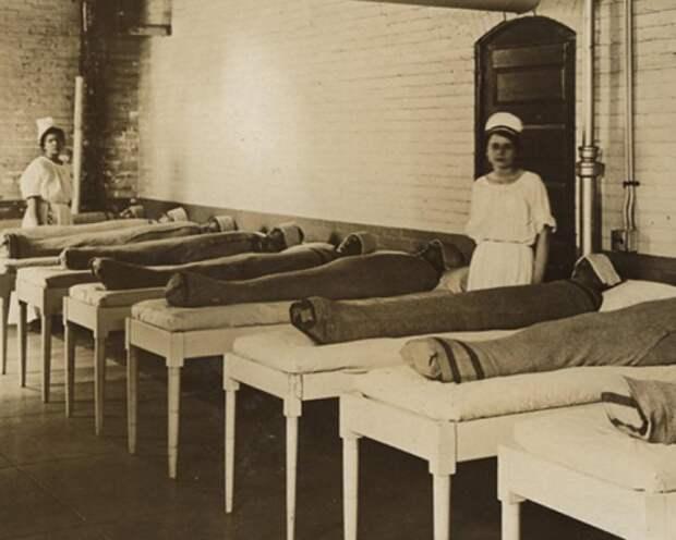 8 пугающих фото о том, как раньше лечили людей