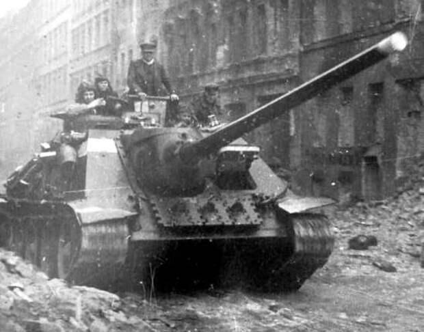 СУ-100 - легендарный ЗВЕРОБОЙ. Единственная специализированная советская самоходка для уничтожения немецких тяжелых танков (2021)