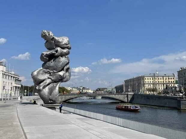 Миндлину, Гершману и Гнилорыбову нравится «памятник дерьму» в центре Москвы